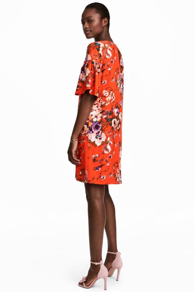 Vestido con volantes y estampado de flores de H&M (29.99 euros)