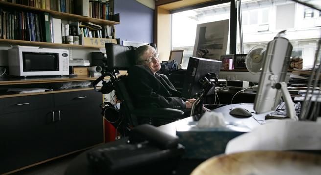 Stephen Hawking recurría a menudo a Dios en sus discursos
