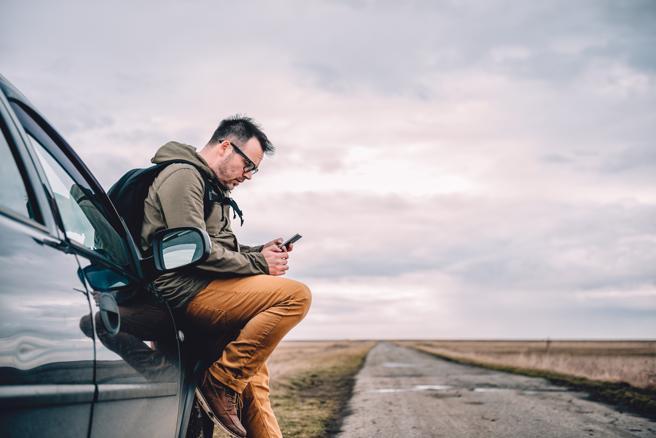 Si debes usar el móvil, debes parar el vehículo