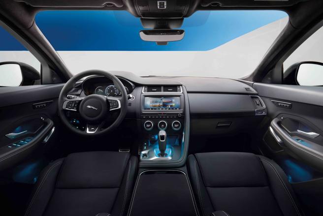 Incorpora un sistema de infoentretenimiento con pantalla táctil Touch Pro de Jaguar de 10 pulgadas
