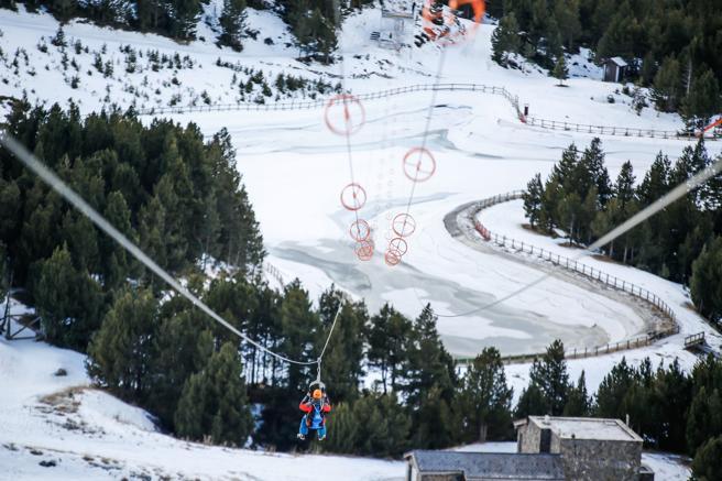 La tirolina más larga de los Pirineos se ubica en el Mon(t) Magic de Canillo