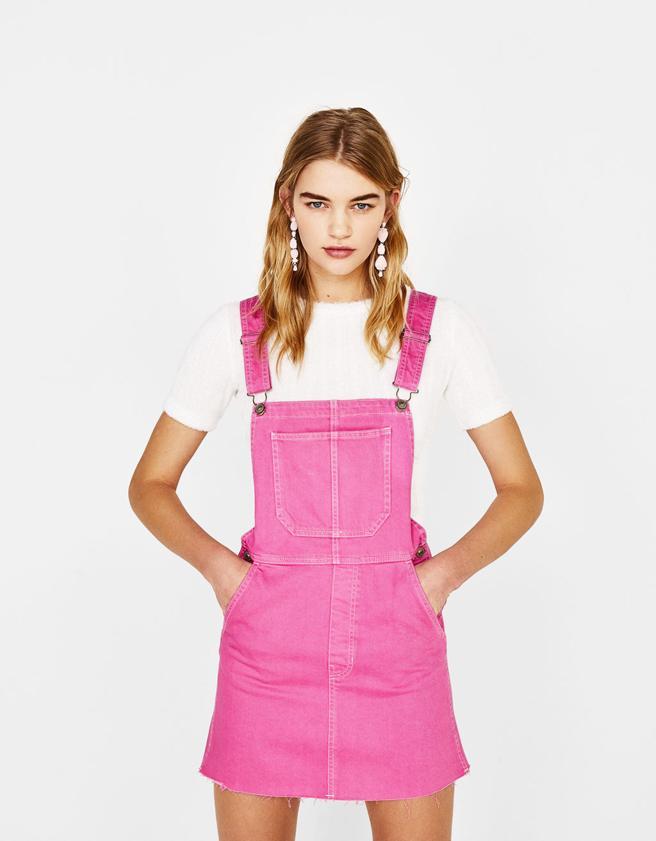Vestido peto rosa de Bershka (37,95€)