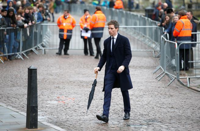 El actor Eddie Redmayne, a su llegada al funeral