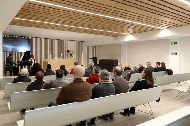 Las salas para ceremonias del nuevo tanatorio de Sancho de Ávila incorporan retransmisión por internet a petición de las familias
