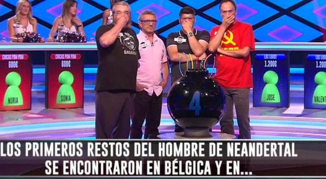 Un concursante de '¡Boom!' luce la camiseta comunista