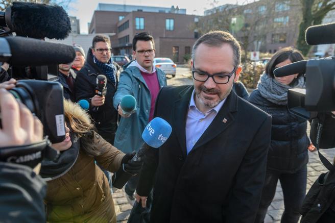El vicepresidente primero del Parlament, Josep Costa, llega a la prisión de Neumünster (Alemania) donde permanece el expresidente catalán Carles Puigdemont