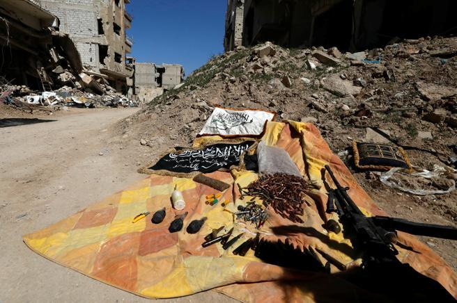 Las municiones y armas dejadas atrás por los rebeldes en Jobar