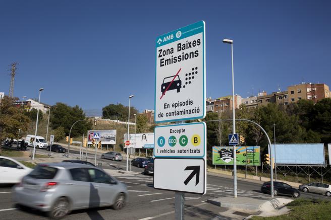 Las motos más contaminantes tendrán prohibido el paso en determinadas zonas de Barcelona