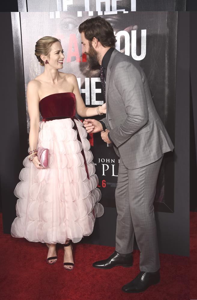 Emily Blunt y su marido John Krasinski en la premiere de 'A quite place'