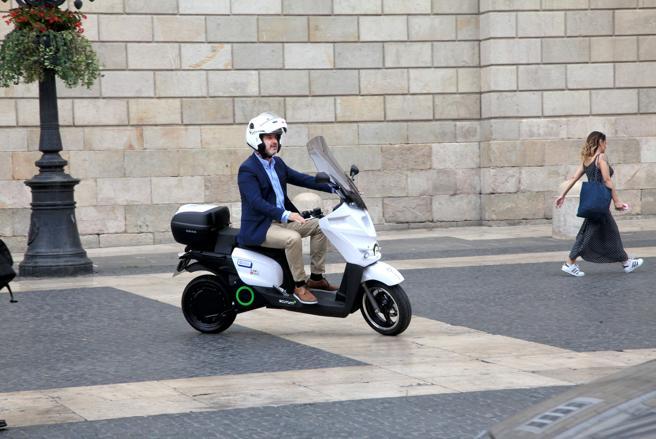 Sólo un 1% del parque de motos barcelonés es eléctrico