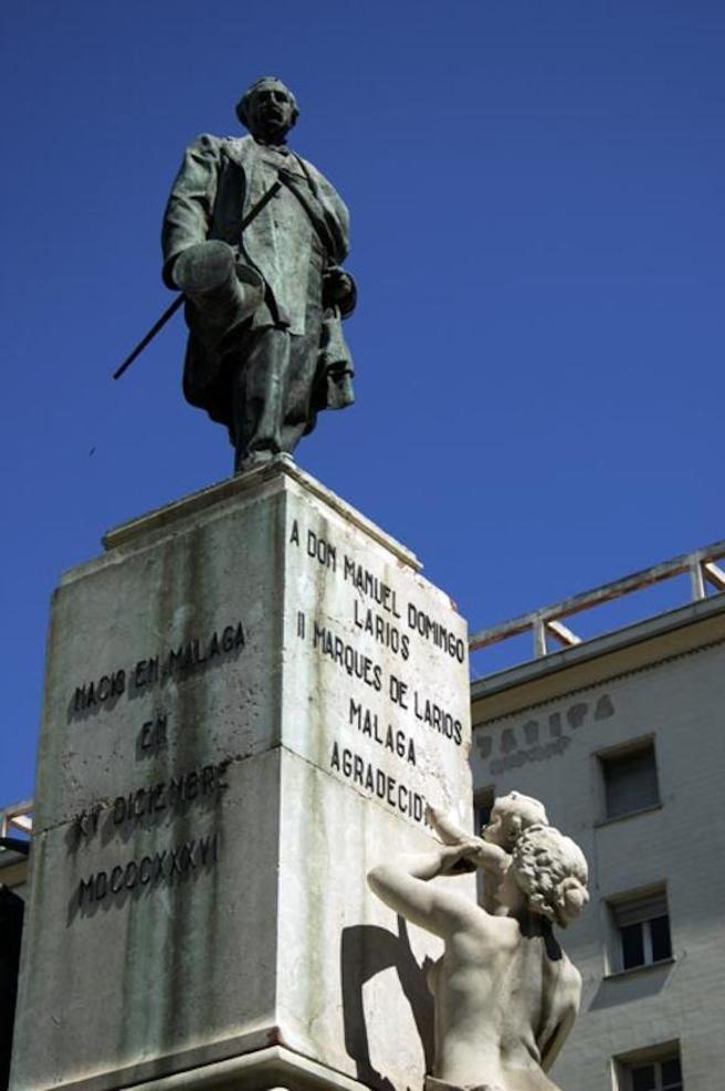 Estatua en Málaga de uno de los ilustres antepasados familiares
