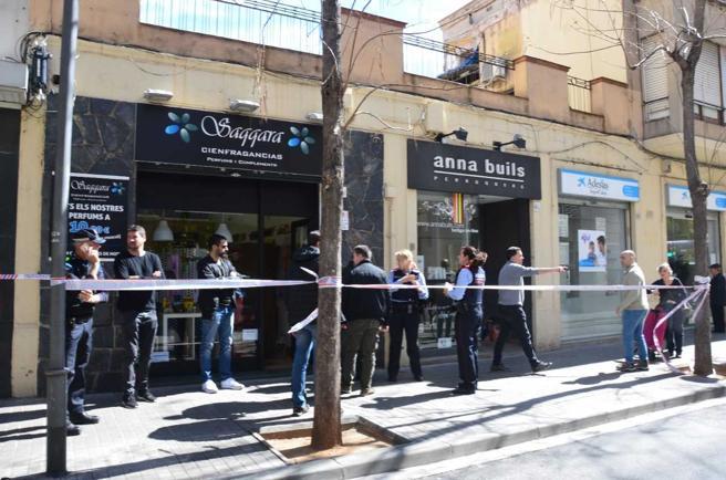 Un hombre ha matado a su suegra en un comercio de una calle céntrica de Sabadell