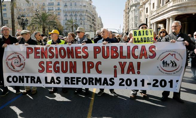 Miles de personas se manifiestan en Valencia en defensa de unas pensiones dignas