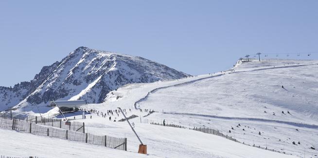 El sector de Soldeu dispone de pistas amplias y descensos extremos para los amantes de la mejor nieve en un entorno natural excepcional