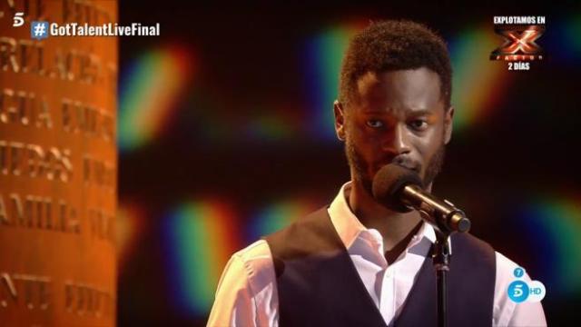 'Got Talent España': César Brandon mira a su madre (invitada sorpresa de la velada) mientras le dedica una preciosa poesía