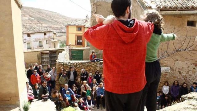 Representación teatral en Torralba de Ribota, de la mano de la asociación 'Pueblos en arte'