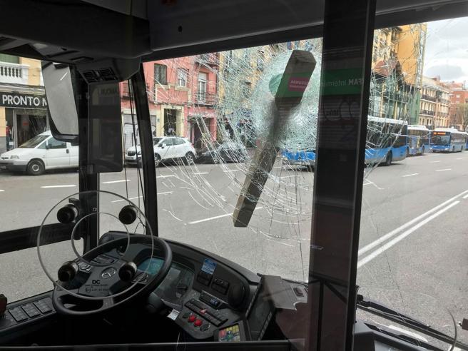 Fotografía facilitada por la Policía Municipal de Madrid, que ha detenido a un hombre por agredir al conductor de un autobús después de una fuerte discusión de tráfico en el distrito de Arganzuela