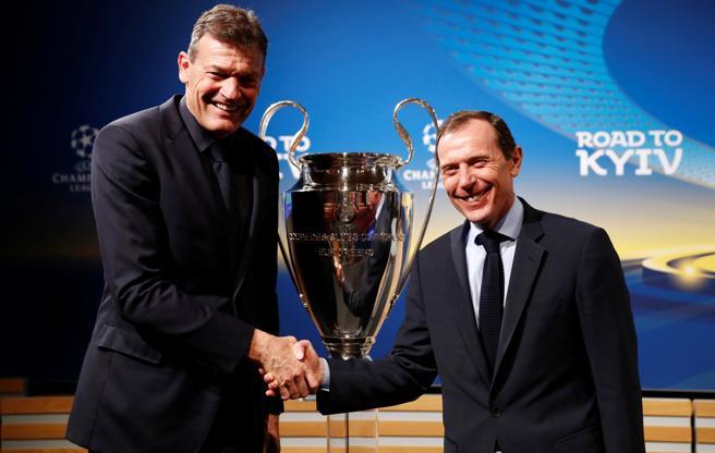 Andreas Jung, representante del Bayern, junto a Emilio Butragueño, directo de relaciones institucionales del Real Madrid