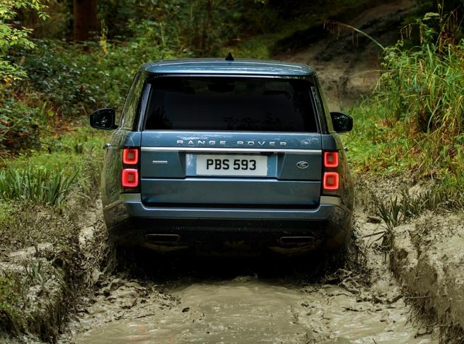 En la versión híbrida se mantienen intactas las s capacidades off road del Range Rover
