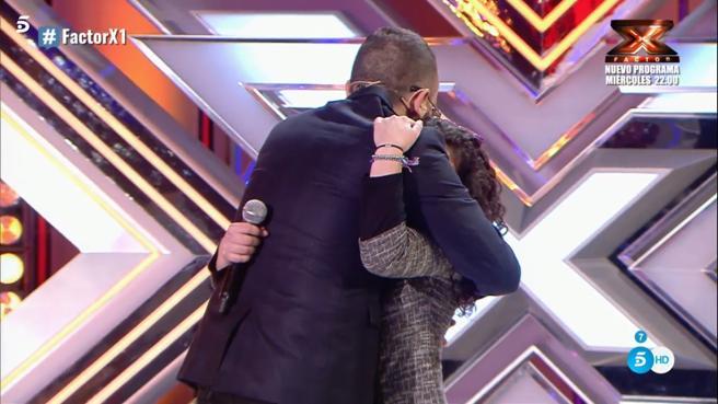 'Factor X': El emotivo abrazo de Risto Mejide a una de las concursantes del formato