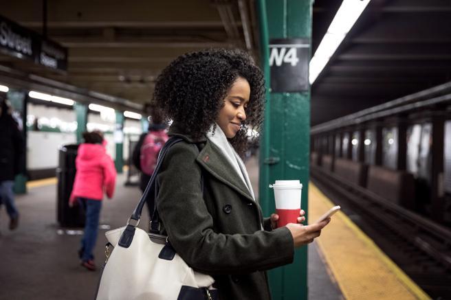 Una joven en el metro de Nueva YorkA.