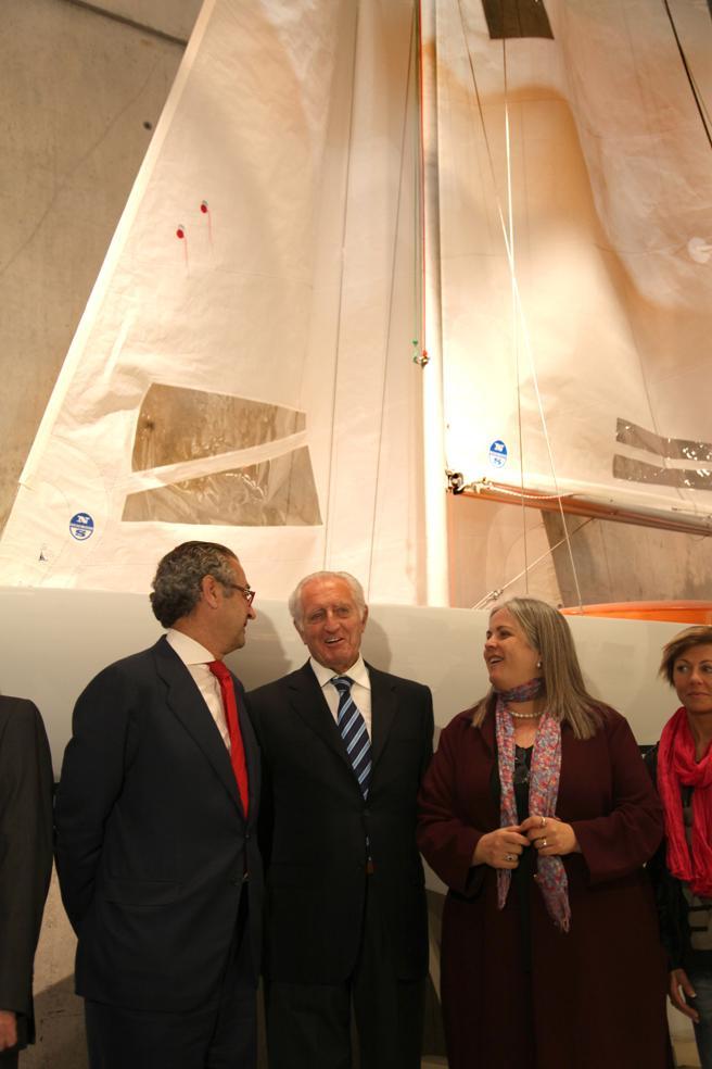 Entrega del barco Fortuna en el Museo Olímpico en marzo de 2012. En el centro, José Cusí.