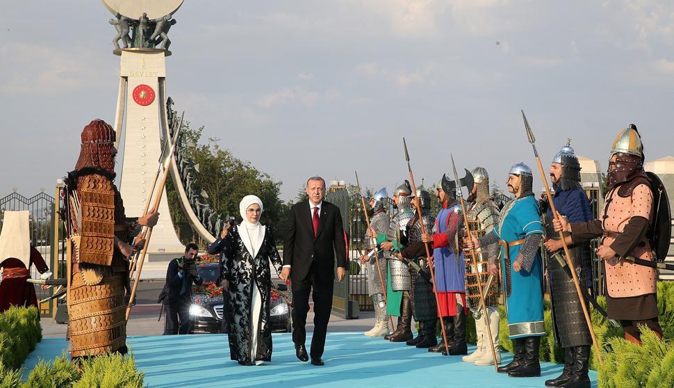 Erdogan se corona en su palacio