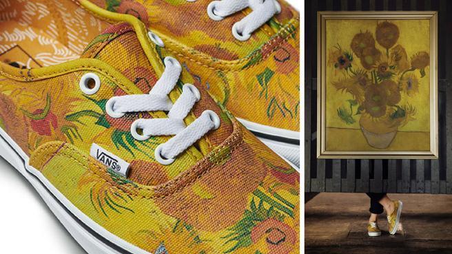 Zapatillas Vans junto con el print de la obra 'Girasoles' de Van Gogh.