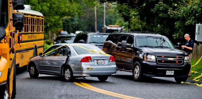 El vehículo de una de las víctimas en el lugar donde se produjo un tiroteo