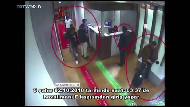 Fotografía cedida por el periódico turco Sabah y obtenida de un vídeo de un circuito cerrado de televisión policial que muestra a un grupo de hombres saudíes supuestamente involucrados en la desaparición de Khashoggi