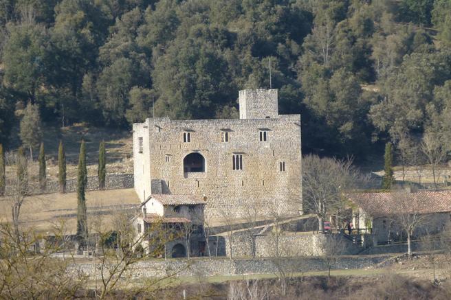 Castillo de Oix, la Garrotxa.