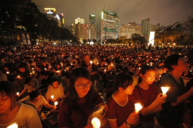 Ante la represión China, los manifestantes recuerdan la masacre en Hong Kong