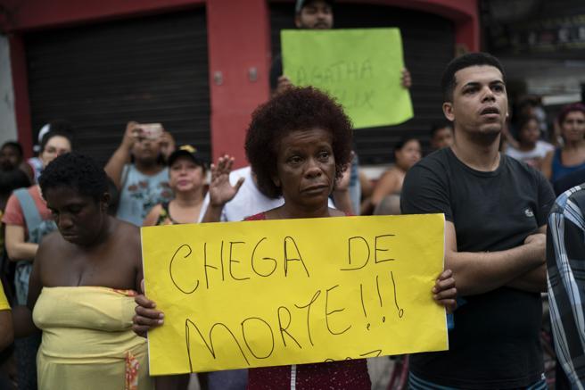 Una mujer protesta tras la muerte de la pequeña Ágatha Félix