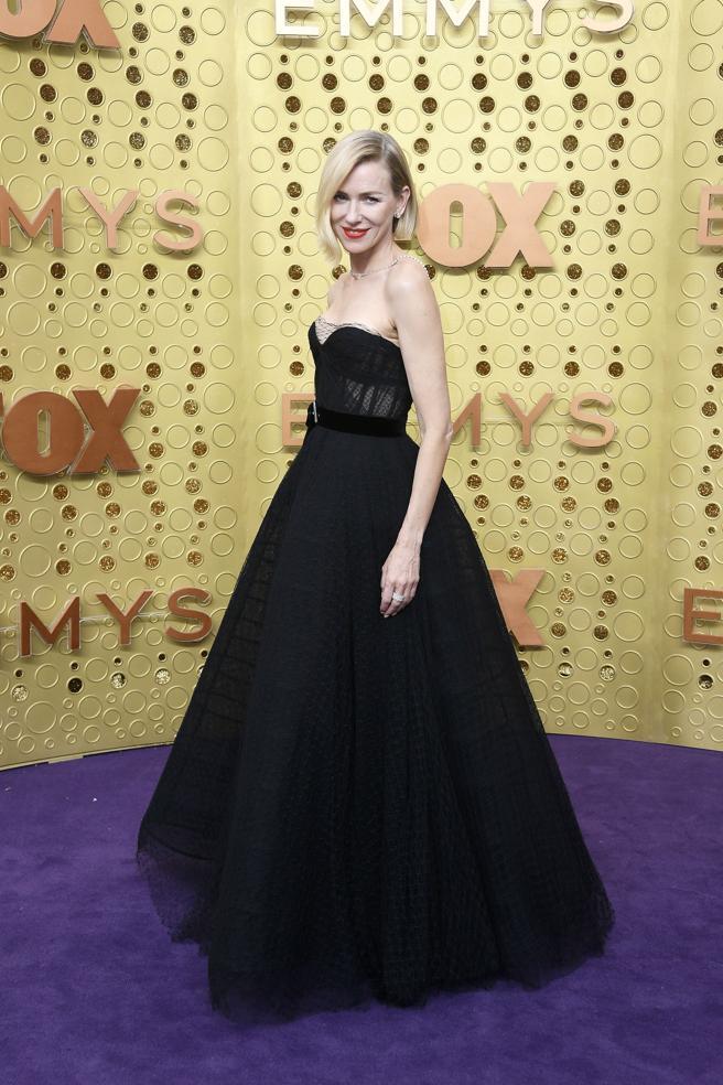 Naomi Watts en la alfombra roja de los premios Emmy 2019.