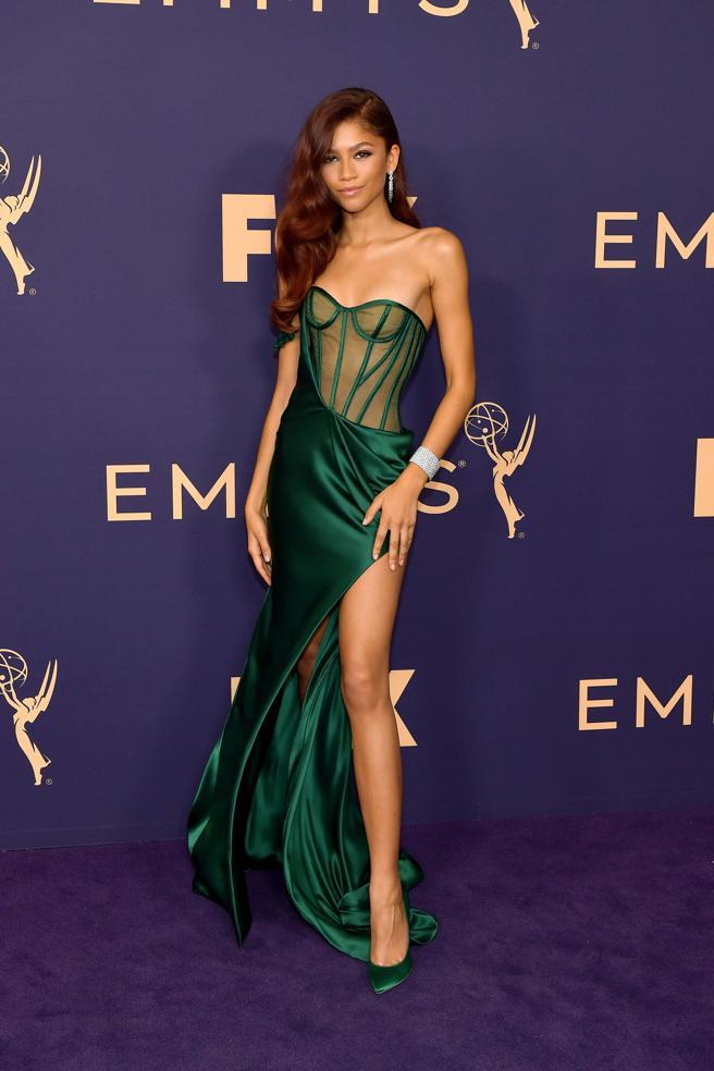 Zendaya en la alfombra roja de los premios Emmy 2019.