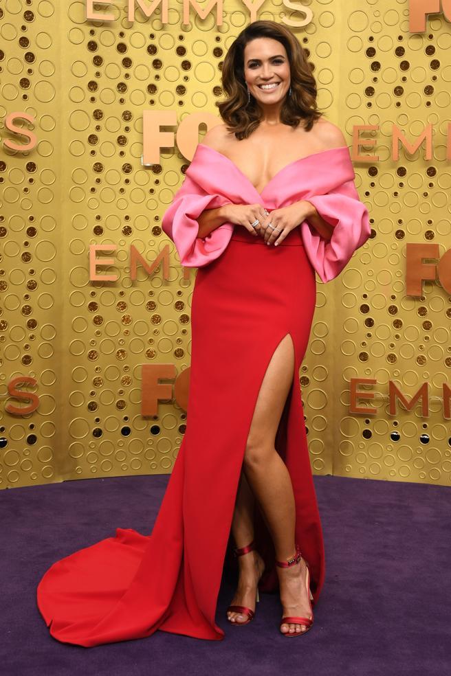 Mandy Moore en la alfombra roja de los premios Emmy 2019.