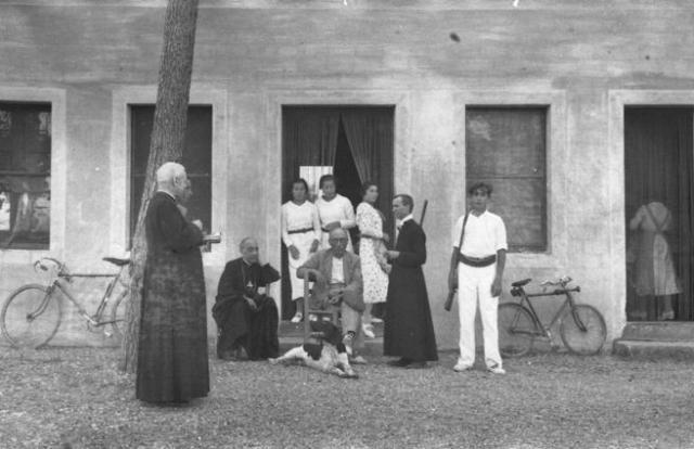El Cardenal Vidal i Barraquer en su finca La Llosa, en Cambrils (1936).