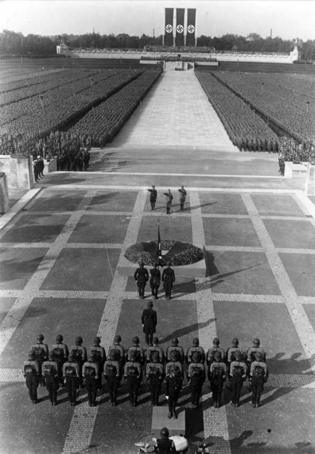 Marcha del 'Congreso del partido del Imperio' (Reichsparteitag) en 1934.
