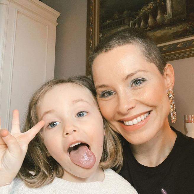 Soraya, shaved, with her daughter Manuela