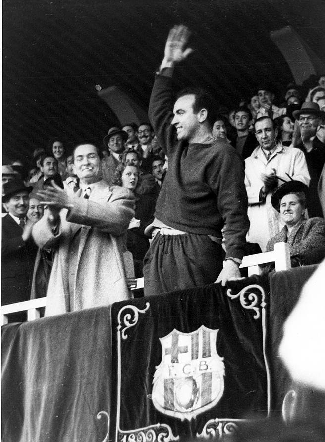 From gold to unemployment. Enrique Fernández celebrates the club's golden wedding in November 1949 as a double League champion. Two months later he is no longer the Barcelona coach