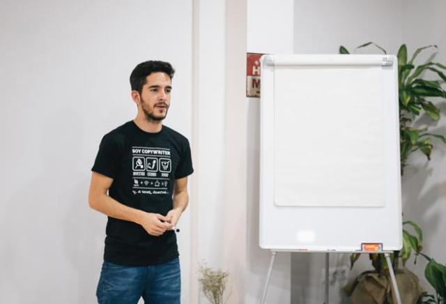 Javi Pastor, director de una escuela de formación de redacción.