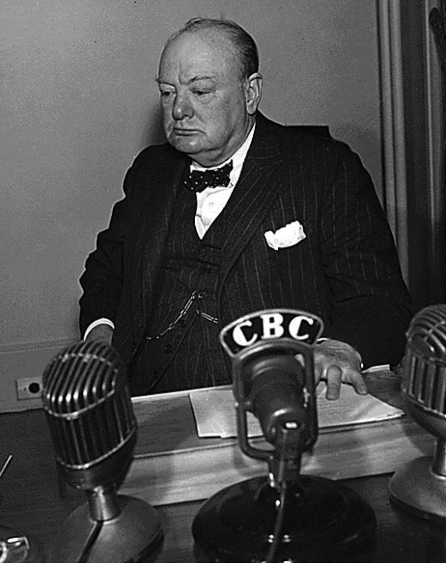 Winston Churchill apostó por los bombardeos sobre ciudades alemanas para mantener la moral británica.
