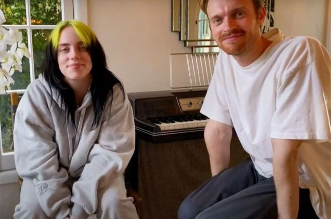 Billie Eilish next to his brother during his performance in the macro-concert in solidarity of a Global Citizen
