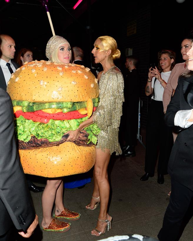 Katy Perry dressed burger in the 'afterparty' of the gala