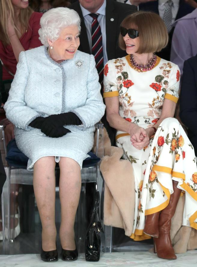 The queen Elisabeth II during the parade of RichardQuinn's next to Anna Wintour.