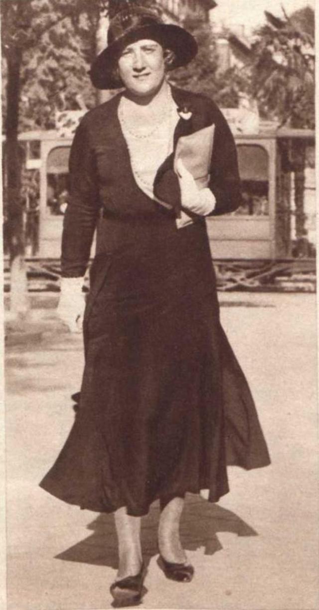 Clara Stauffer en un reportaje de la revista 'Crónica', 1931.