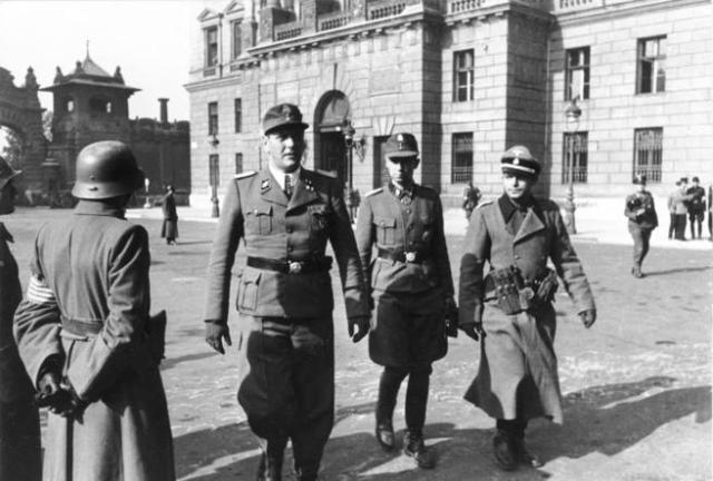 Skorzeny, a la izquierda, visita Budapest en el año 1944.