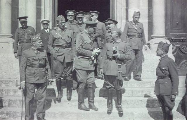 Franco con Emilio Mola y otros jefes militares sublevados.