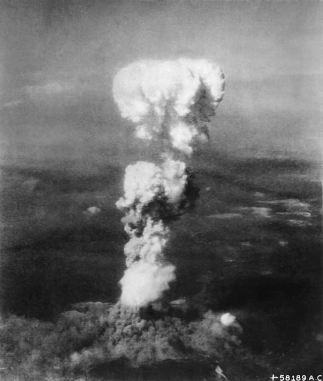 El hongo sobre Hiroshima producido por la explosión de la Little Boy el 6 de agosto de 1945.