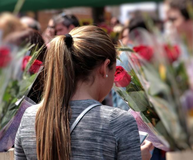 The rose accompanies the book in Sant Jordi.